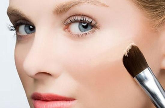 Mẹo trang điểm dành cho làn da mụn