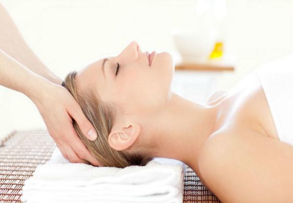 Massage da đầu đúng cách giúp bạn có một mái tóc khỏe mạnh